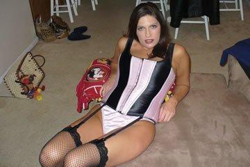 Kate otthon is szeret szexhez öltözni