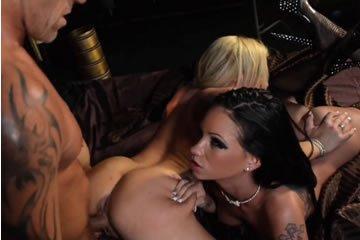 Amy és Raven - orgia két szexbombával