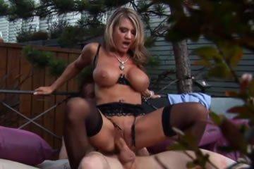 Aleena Jonez - az első pornós randi