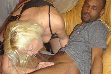 Szexpartik a szöszi feleséggel