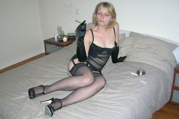 Lorraine - szöszi MILF szexi feketében