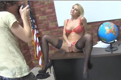 Nagymellű MILF szex
